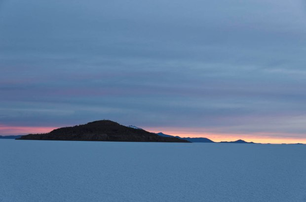 gorgeous sunrise colors on the Salar de Uyuni