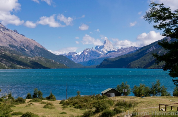 the stunning view of Fitz Roy from Lago del Desierto